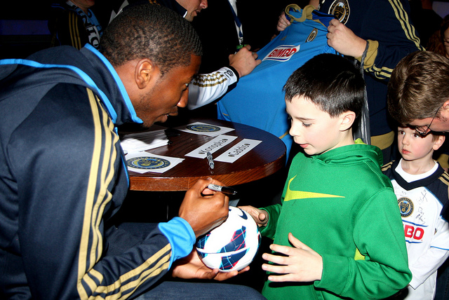 Raymon Gaddis signs a ball