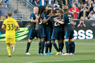 Union-celebrate-carroll-goal-310x206