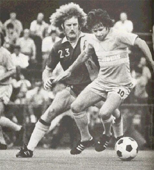 Andy Provan (foreground) battles Len Renery of the New York Cosmos. Photo courtesy of nasljerseys.com