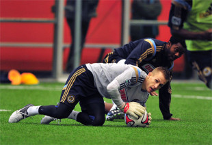 Union sign Brian Holt