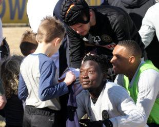 Union sign Olivier Mbaizo